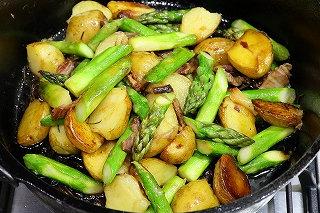 ベーコン 炒め アスパラ アスパラベーコンの混ぜ御飯